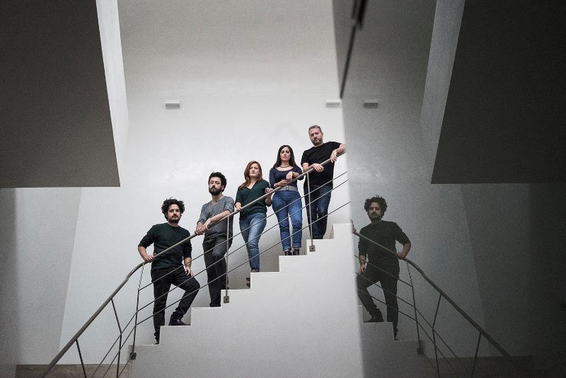 L'équipe d'Indigo Rooms_from left, Donato Di Trapani, Francesco Vitaliti, Oriana Guarino, Maddalena Inglese and Fabio Rizzoportrait_Crédit Alfredo D'Amato 1