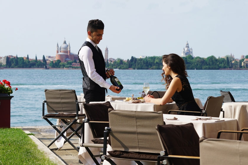 Kempinski Venice_Acquerello terrace with staff and guest II no umbrella_2017